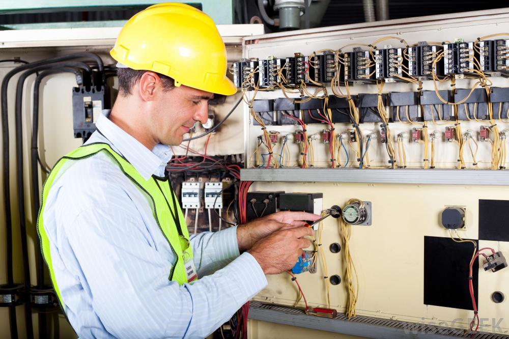 Tuyển kỹ sư giám sát hệ thống điện T01-2021